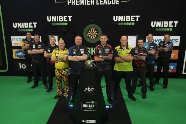 Die Teilnehmer der Premier League 2021 (Bild: Lawrence Lustig/PDC)