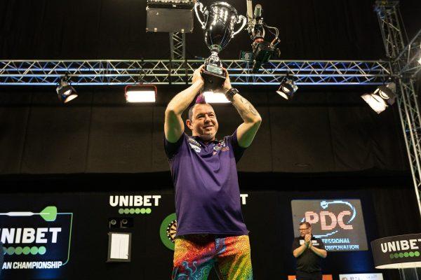 Wright nach seinem Sieg beim European Darts Championship (Bild: Jonas Hunold/PDC Europe)