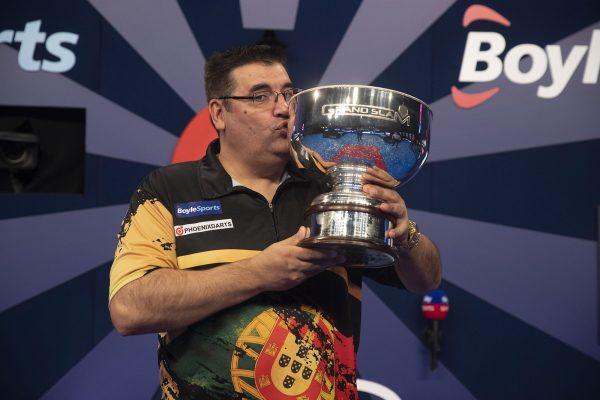 José de Sousa gewinnt überraschend den Grand Slam 2020 und ist damit der erste portugiesische Major-Gewinner (Bild: Lawrence Lustig/PDC)