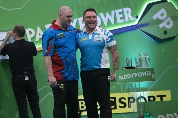Gurney und Price bei der Champions Legaue (Bild: Lawrence Lustig/PDC)