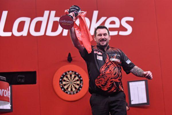 Der Masters Champion von 2021 heißt Jonny Clayton (Bild: Chris Dean/PDC