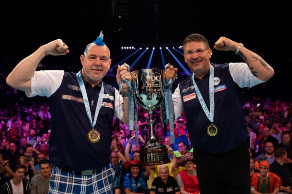 2019 gewinnen Wright und Anderson für Schottland die Team-WM (Bild: pdc.tv)