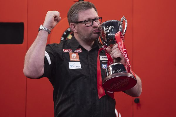 James Wade gewann 2021 die UK Open (Bild: Lawrence Lustig/PDC)