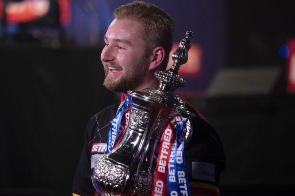 Als Debütant gewann Dimitri van den Bergh das World Matchplay 2020 (Bild: pdct.tv - Lawrence Lustig/PDC)