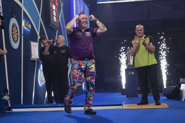 Peter Wright lässt im Finale 2020 MvG keine Chance und wird Weltmeister (Bild:Lawrence Lustig/PDC)
