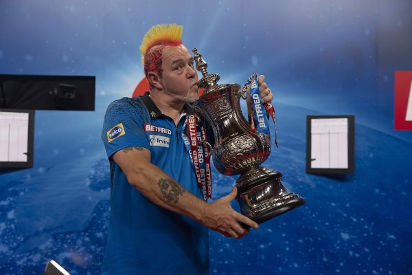 Peter Wright wird sensationell 2021 World Matchplay Champion (Bild: Lawrence Lustig/PDC)