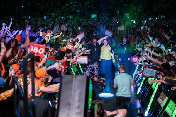 Unfassbare Atmosphäre in der Halle des AFAS Live (Bild: Kelly Deckers/PDC Europe)