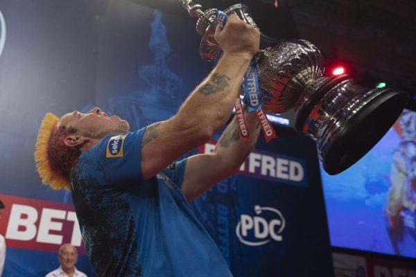 Peter Wright erreicht mit dem Sieg 2021 einen persönlichen Meilenstein (Bild: pdc.tv - Lawrence Lustig, PDC)